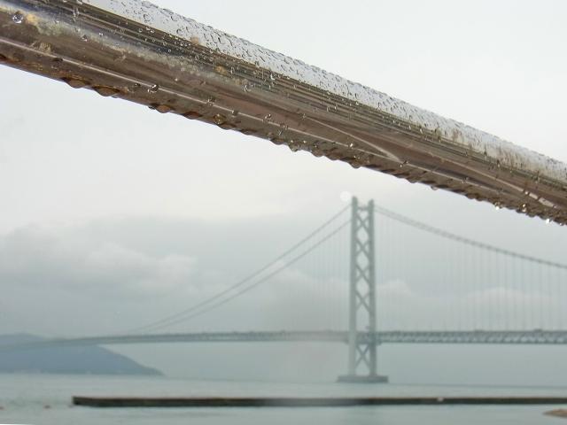 雨の明石海峡大橋.jpg